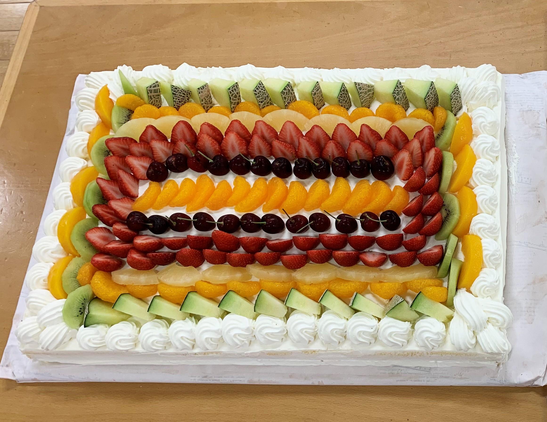 大きな大きなケーキが届きました🎂(カリーノ保育園)