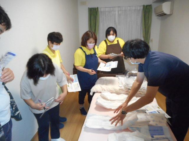 【排泄ケアと感染症】研修会 開催しました(介護付有料老人ホームゆたか)